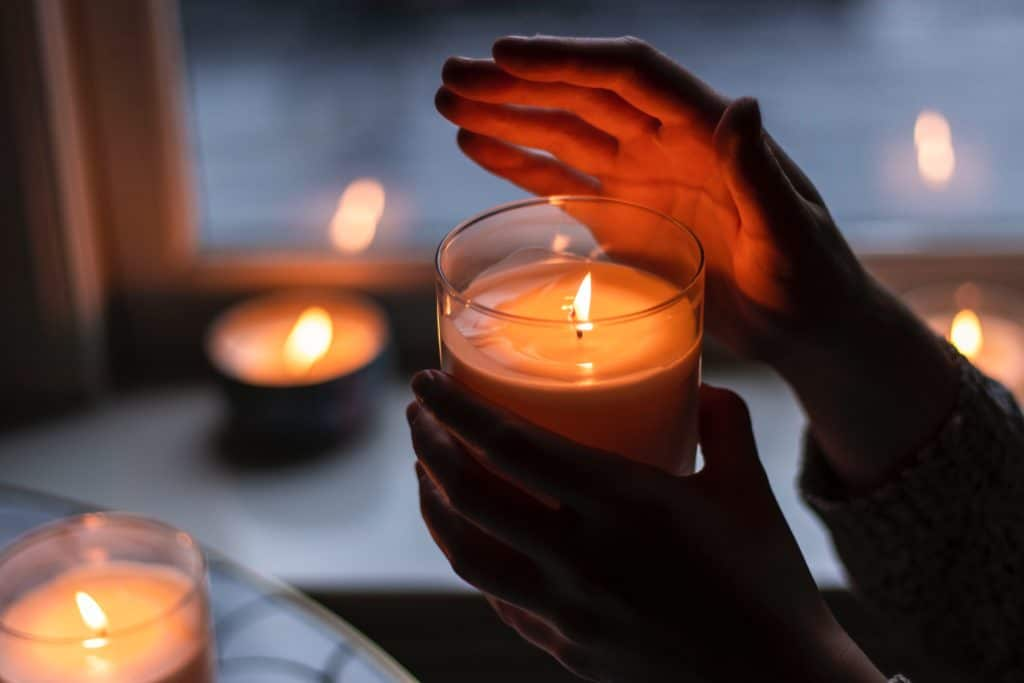 désencombrement, bougies hygge confort accompagnement organisation