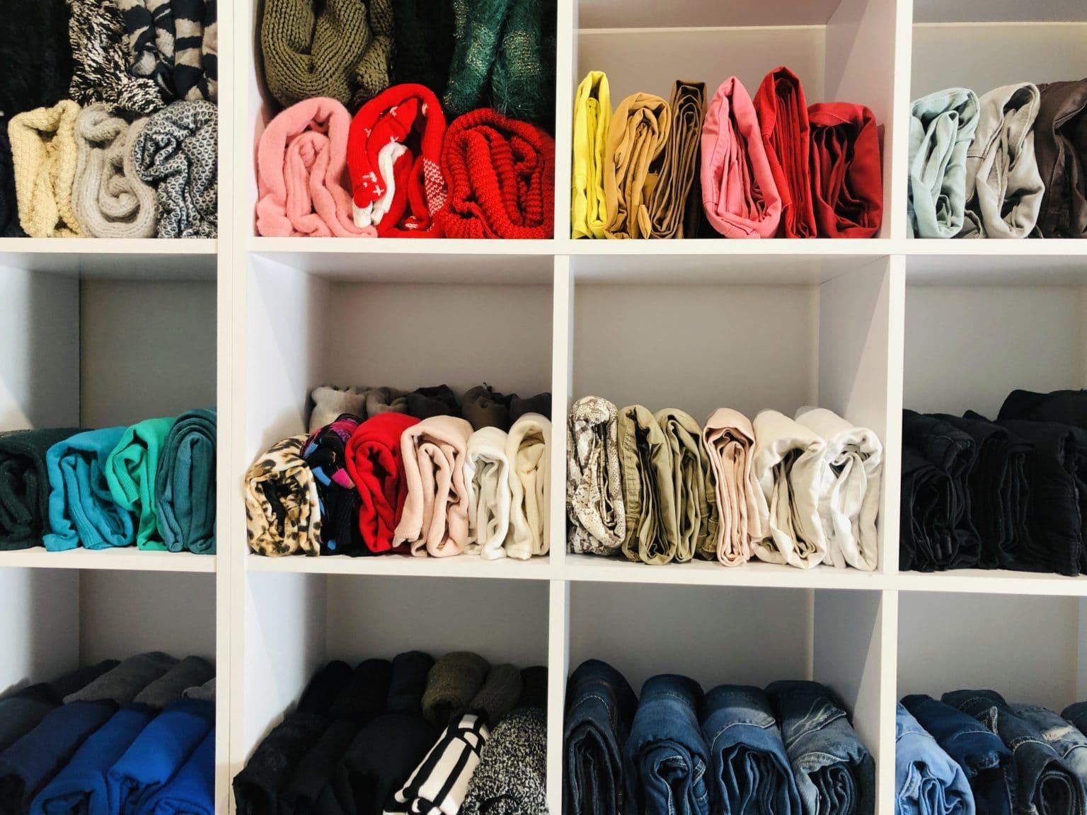 Vêtements pliés à la verticale